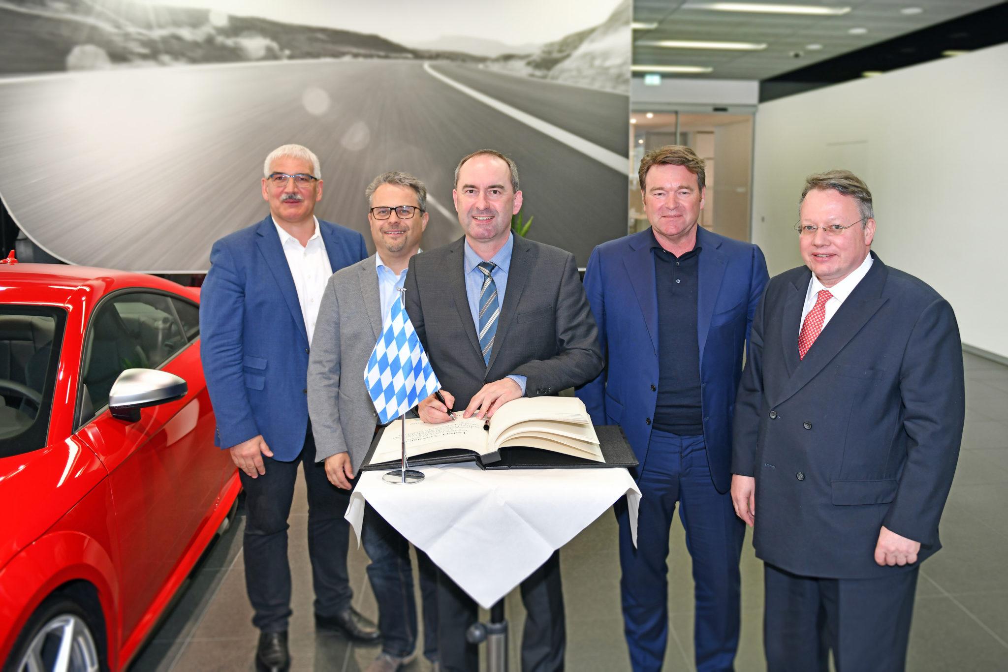 Antrittsbesuch: Bayerischer Wirtschaftsminister Hubert Aiwanger bei Audi in Ingolstadt