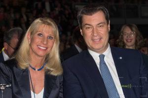 Der Bayerische Ministerpräsident Markus Thomas Theodor Söder (CSU) - hier mit seiner Frau Karin Baumüller-Söder bei der Sternstunden-Gala in der Messe Nürnberg am 13.12.2019 [ (c) CMS-MEDIEN AGENTUR, U l m e n s t r. 5, 91244 R e i c h e n s c h w a n d , G e r m a n y, Tel.: +49-9151-9078828 Fax: -9078829 Mob.: +49-178-7200881 - V e r o e f f e n t l i c h u n g n u r g e g e n H o n o r a r , B e l e g , N a m e n s n e n n u n g u n d A k z e p t a n z u n s e r e r A G B s i e h e: www.cms-medien.eu C o p y r i g h t n u r f u e r R E D A K T I O N E L L E Z w e c k e, B a n k v e r b i n d u n g : S p a r k a s s e R e i c h e n s c h w a n d, - K o n t o 5441423- BLZ 76050101-IBAN DE55760501010005441423- SWIFT-BIC: SSKNDE77]
