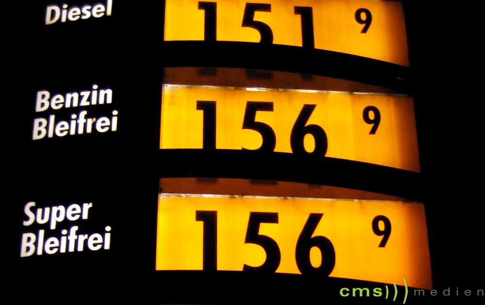 Raub auf Tankstelle – Polizei sucht Zeugen